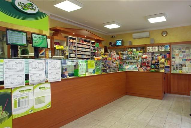 Arredamenti per tabaccherie clicca sull immagine for Arredamento bar tabacchi prezzi