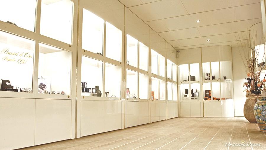 Arredamenti per gioiellerie clicca sull 39 immagine for Banchi bar e arredamenti completi