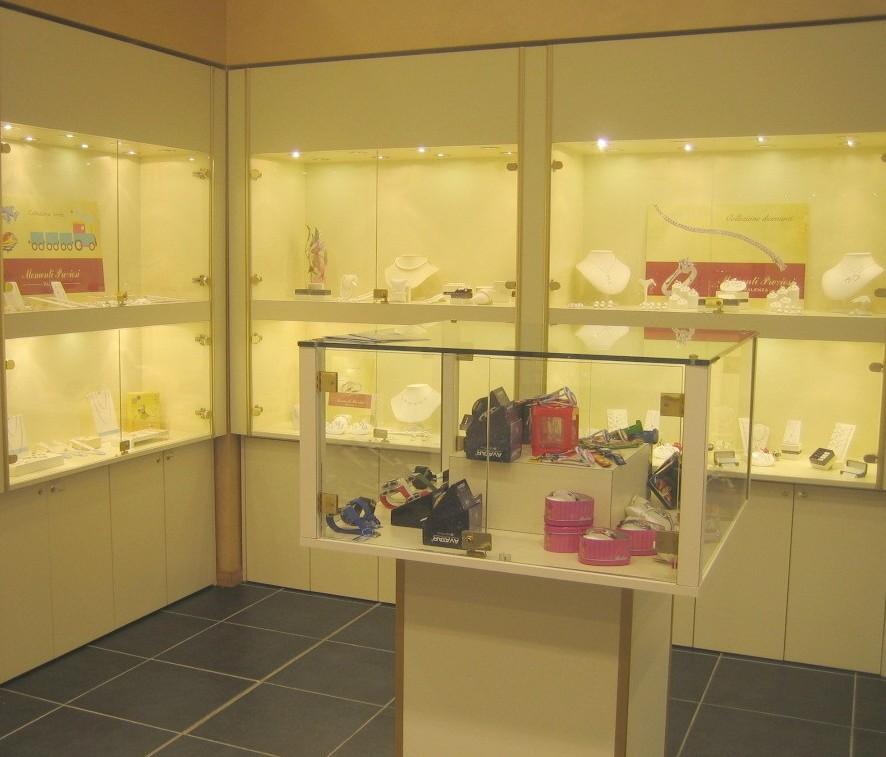 Arredamenti per gioiellerie clicca sull 39 immagine for Preziosi arredamenti