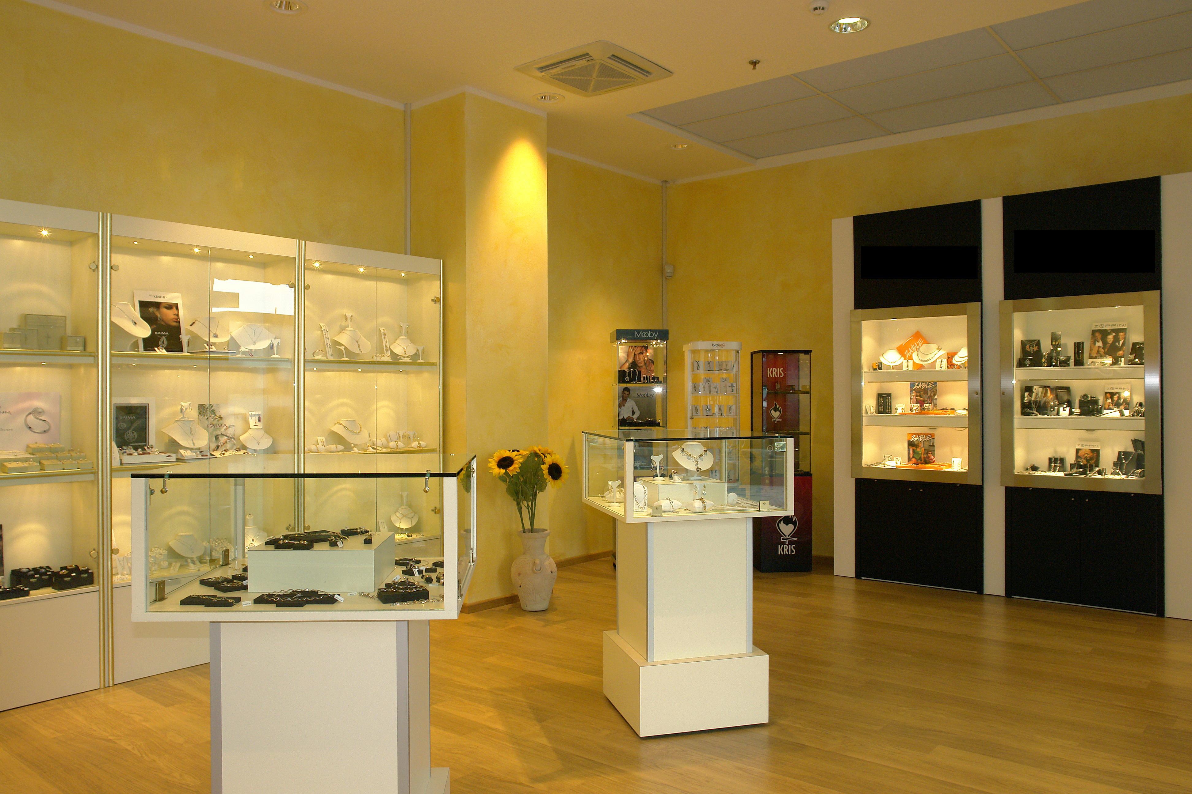 Arredamenti per gioiellerie clicca sull 39 immagine for Arredamento prezzi