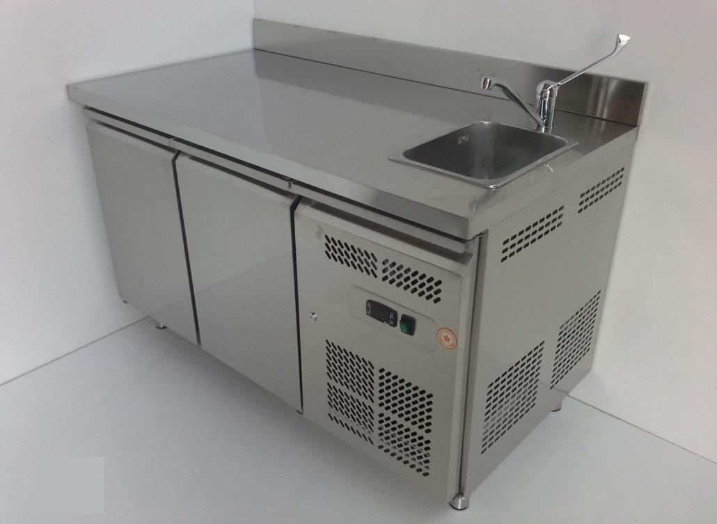 Tavoli frigo con lavello miscelatore e alzatina for Banchi bar e arredamenti completi