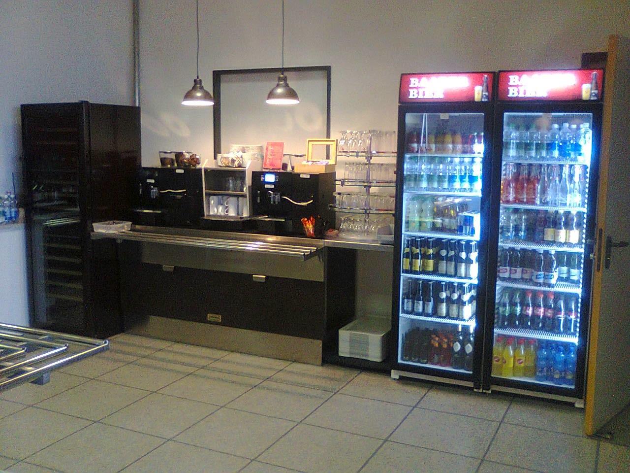 Foto varie realizzazioni marchiodoro attrezzature da for Banchi bar e arredamenti completi